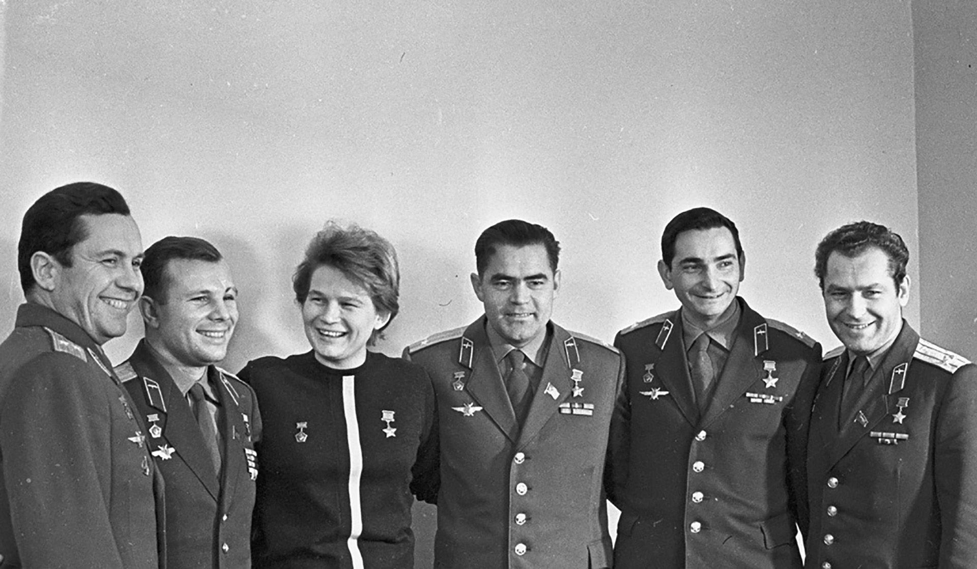 astronautas soviéticos gagarin Tereshkova carrera espacial Guerra Fría